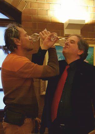 Донато Ланати и Олег Чернэ пьют на брудершафт