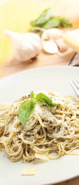 An Italian Romance: Wine and Pasta. Pasta with Garlic Sauce