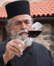 Отец Епифаний Милопотамский: сила человека и лозы — в гармонии!